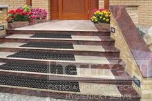 Protiskluzová rohož na schody ARABESKA (sada na jeden schod) - přichycení šrouby