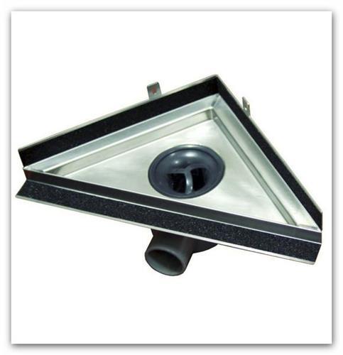Sprchový nerezový žlab rohový TRIANGEL určený pro montáž ke zdi.