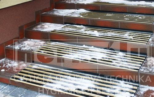 Protiskluzová rohož na schody ALU STEP (sada na jeden schod)
